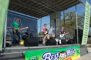 St-Paddys-Pickle-Parade-Mansfield-angelkwill-21